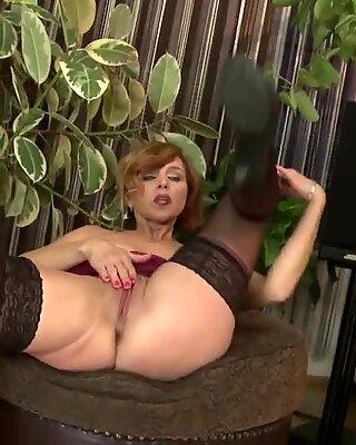 Super hot mature mom needs a good fuck