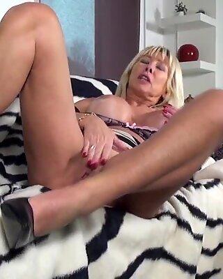 Moden Super Slut Mor med enorme patter