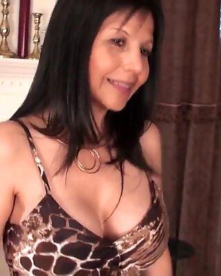 Femme mûre américain cougar mère a un peu de plaisir