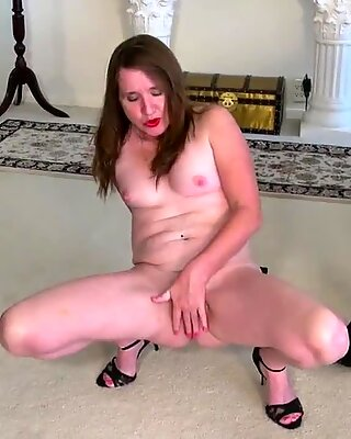 USAwives molten mature woman Lisal unclothing down