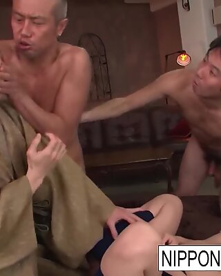 Japanese cutie squirts and gets gangbanged