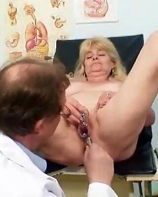 Blond Farmor Kinky Fitta Exam med Lavemang