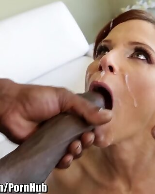 LexingtonSteele Readhead cougar Wants big black cock in bootie