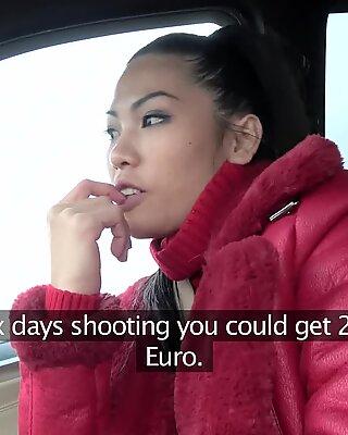 Offentlig agent stora pattar thailändska damen älskar att suga och knulla kuk