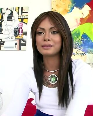 Curvy Filipina girl. So sexy and so innocent.