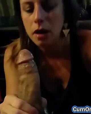 Sexy Amateur Maman Salope Love Fellation et Sperme sur son visage