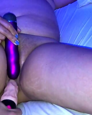 Sexy chubby milf gets new dildo in her wet pussy
