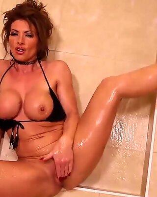 Lynda Leigh milf strip naked in shower and milks her labia