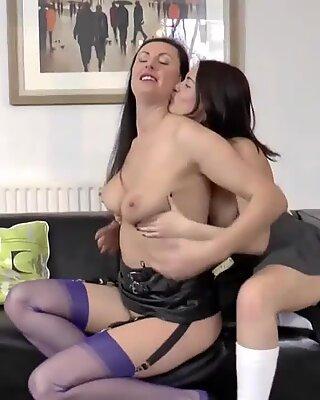 Heeled brit gets tongued