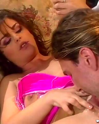 Isabel Ice throat fucks this hard throbbing cock