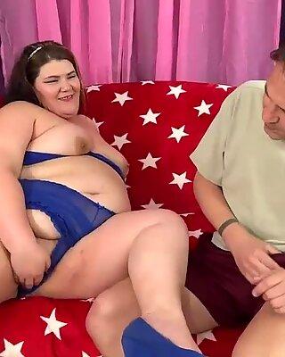 Chubby Tart Juicy Jazmynne Sucks a Long Dick Before Taking It in Her Cunt