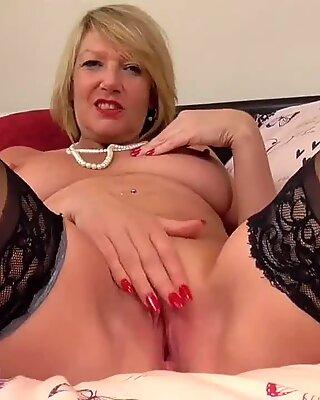 Mature cougar Amy fucktoy fun