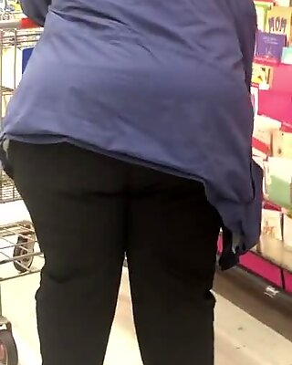 Beautiful gilf with a monstrous donk