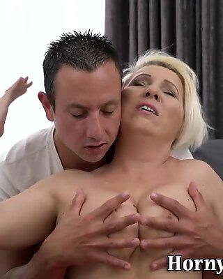 Femme mûre femme seins juté