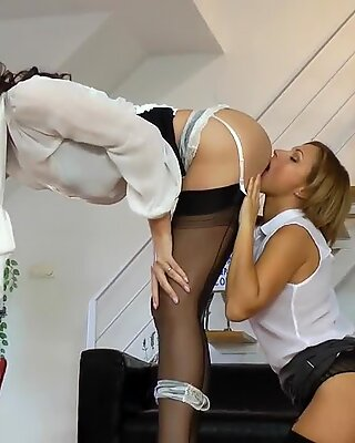 Tall english milf pussylicked and fingered