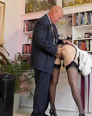 Bigbooty english MILF enjoys foreplay