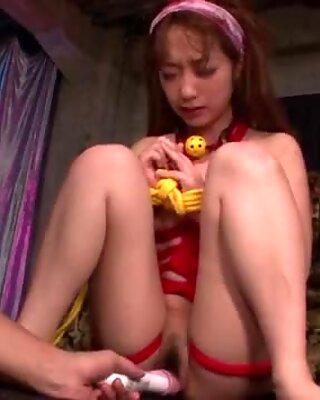 Scènes d'esclavage sauvages avec du porno lourd pour Sana Anzyu - plus sur pissjp.com