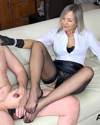 Fucking granny's sexy feet