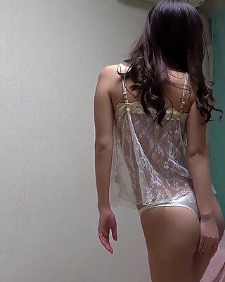 Sarina Kurokawa takes off her lingerie and changes into a leotard