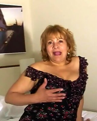 Cette mamie espagnole adore se faire vilaines
