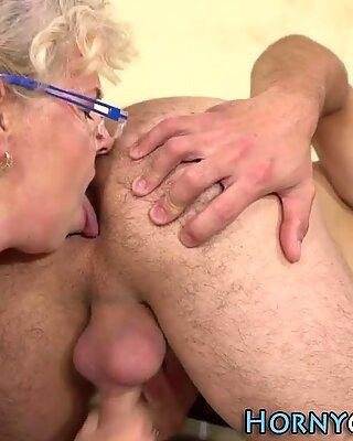 Spex bedstemor mund sæd