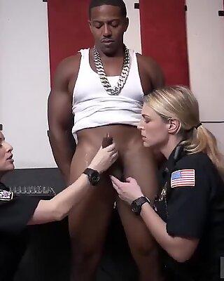 Raw flick grabs cop pulverizing a deadbeat