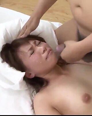 Kana Mimura slutar throating och jävla med två Kukar - mer på 69Avs com