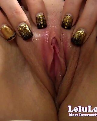 Tjej lär dig allt om hennes vulva med upskirt ingen trosor