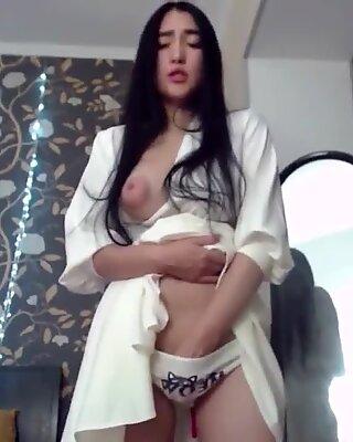 MeiYoung Sexiest Asian Webcam Show