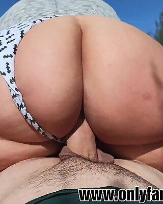 Beau gros gros culle baise dans le tech.