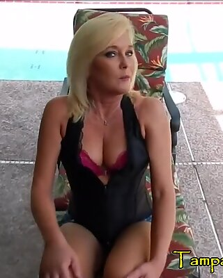 Cheating Housewife is HOT and HORNY