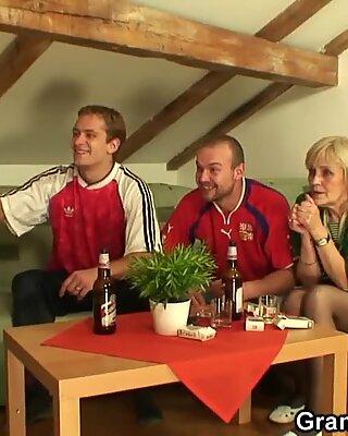 Skinny blonde granny pleases two men