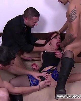 Le mari d'Estelle l'a partagée avec quelques mecs