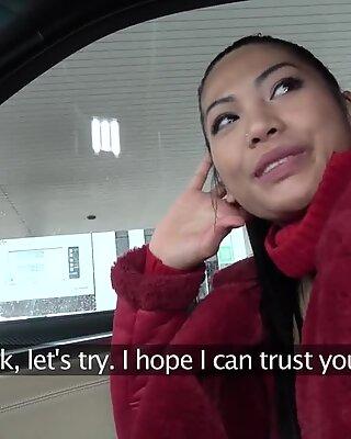 Publico agent tetas grandes tailandes dama loves to suck and fuck polla