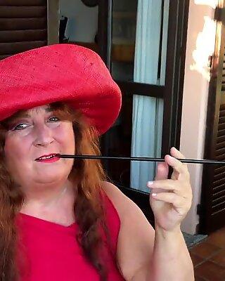 Augusta - perokok panas dengan pemegangnya yang sangat panjang