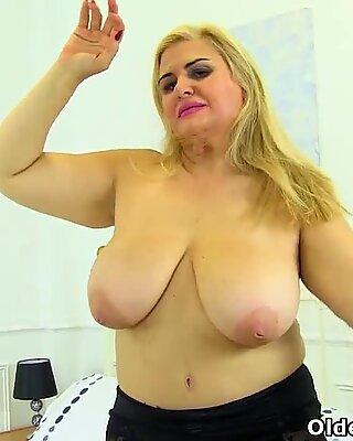 Espagnols Maman Salope Musa Libertina trucs son chat rasé