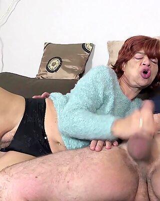 Beau-fils séduire moche poilu grand-mère pour baiser et avaler du sperme