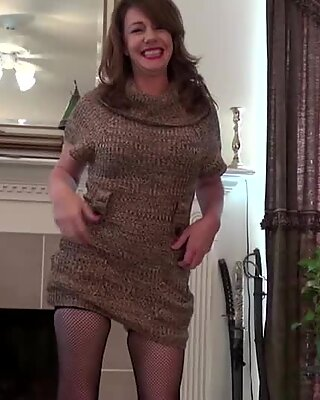 Small titted amateur mom playing with herself