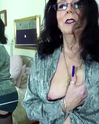 Granny with thirsty wet old cunt