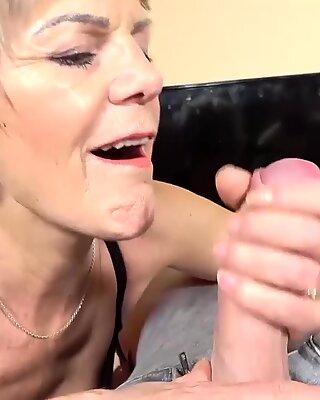 Tok ma memberi saya seks tangan