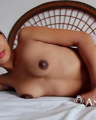 Kinky Thai girl having sweet sex in a hotel room