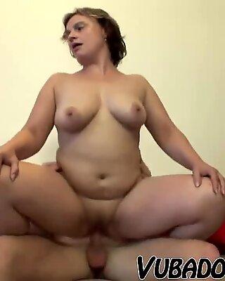 MATURE GF INVITES HIM FOR SEX AT HOME