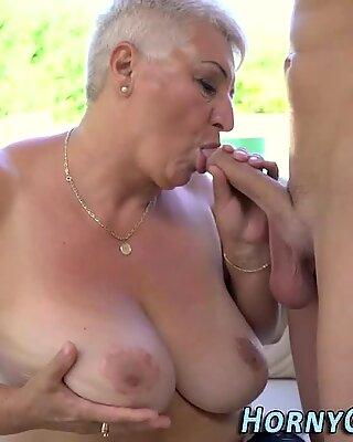 Maman salopes seins éjaculation faciale