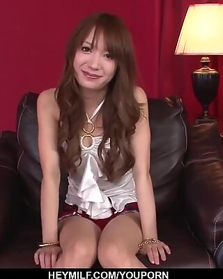 Naken Ayaka Fujikita Fucked och gjord för att svälja - mer på japanesemamas.com
