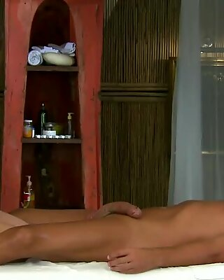 Busty amateur model masseuse fucking her client