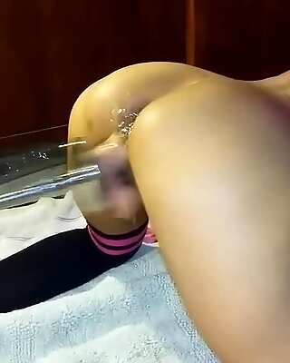 Fucking maskin squirting