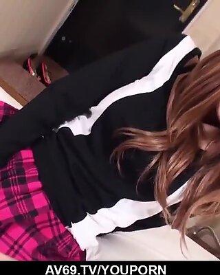 Yuna Hirose Avstår Kuk i hennes Hårig Fitta - mer på 69Avs.com