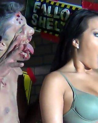 BTS na zombie halloweensku sadu Ako Akira