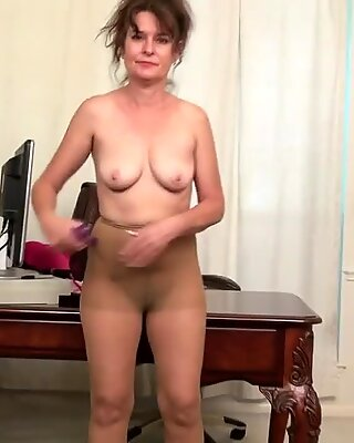 Kinky Mogen har kul bredvid hennes chefs kontors