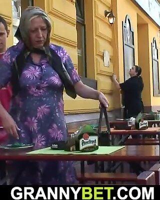 Pécho up forte poitrine grand-mère plus âgée chevauche son fuckpole en chaleur